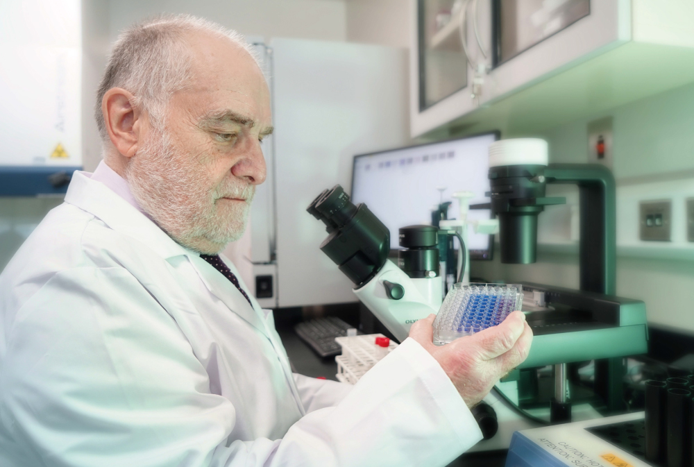 Leading scientist investigates novel cancer treatments